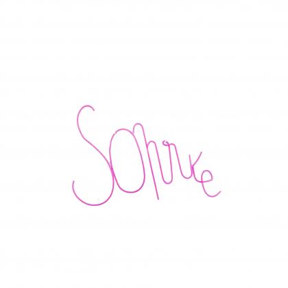 Zoé Rumeau word Sonríe pink
