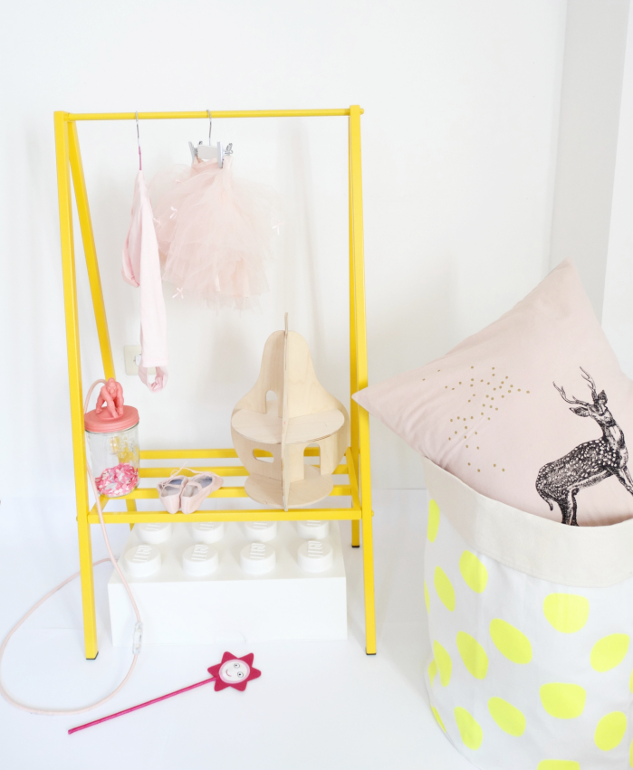 Kids furniture online clothes hunger Peek&Pack