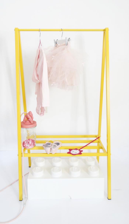 Kids furniture online clothes hunger Peek&Pack