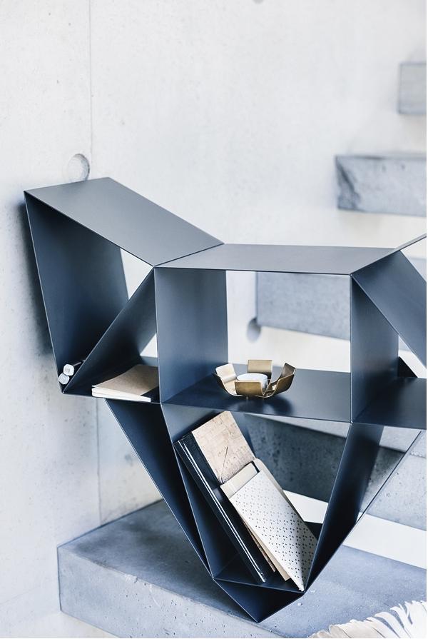 Mobiliario habitaciones juveniles librería metálica forma de zorro de BeDesign