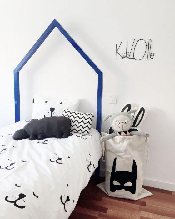 Cama forma de casa juvenil para habitaciones de niños de Peek&Pack
