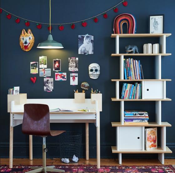 Mobiliario habitaciones juveniles libreria madera y blanca de OEUF NYC