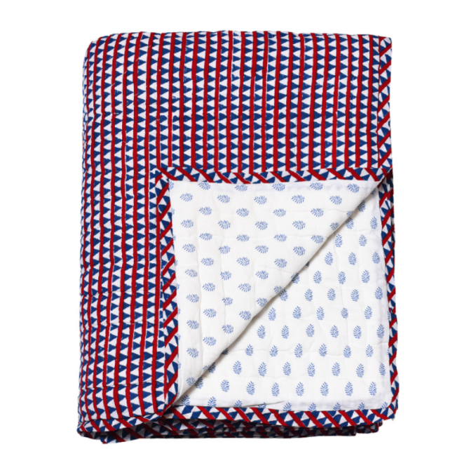 Reversible quilted bed cover triangles